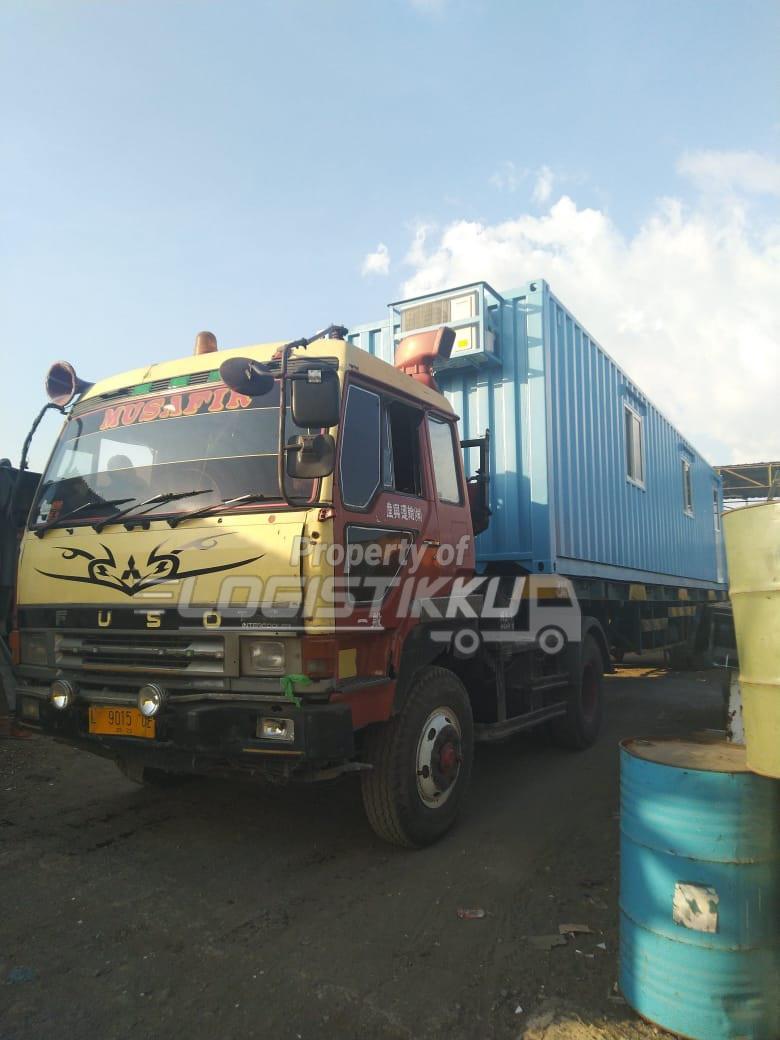 logistikku truk kontainer